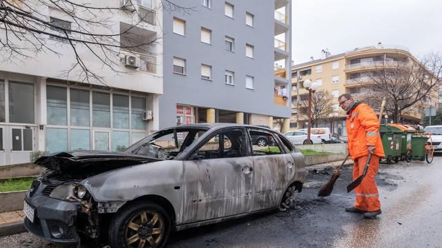 Zadar: Vatra zapaljenog otpada proširila se na automobile