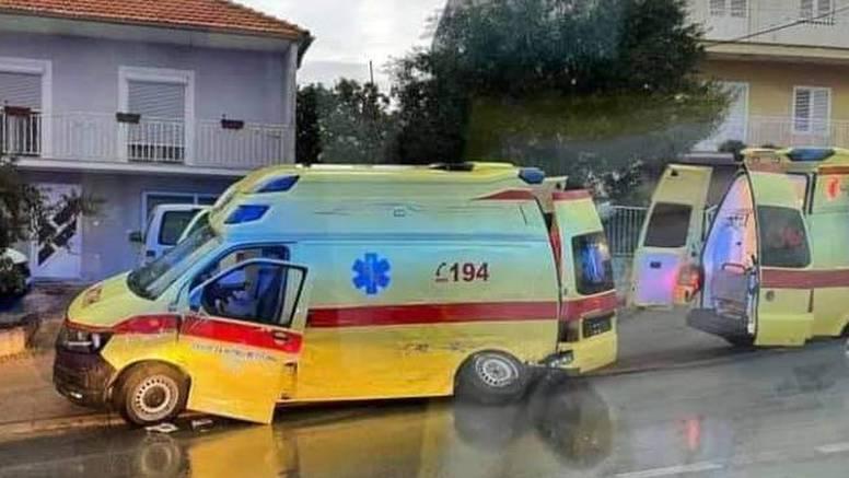 Vozač Hitne (65) izgubio nadzor pa se zabio u autobus prevozeći pacijenticu i kolege iz tima