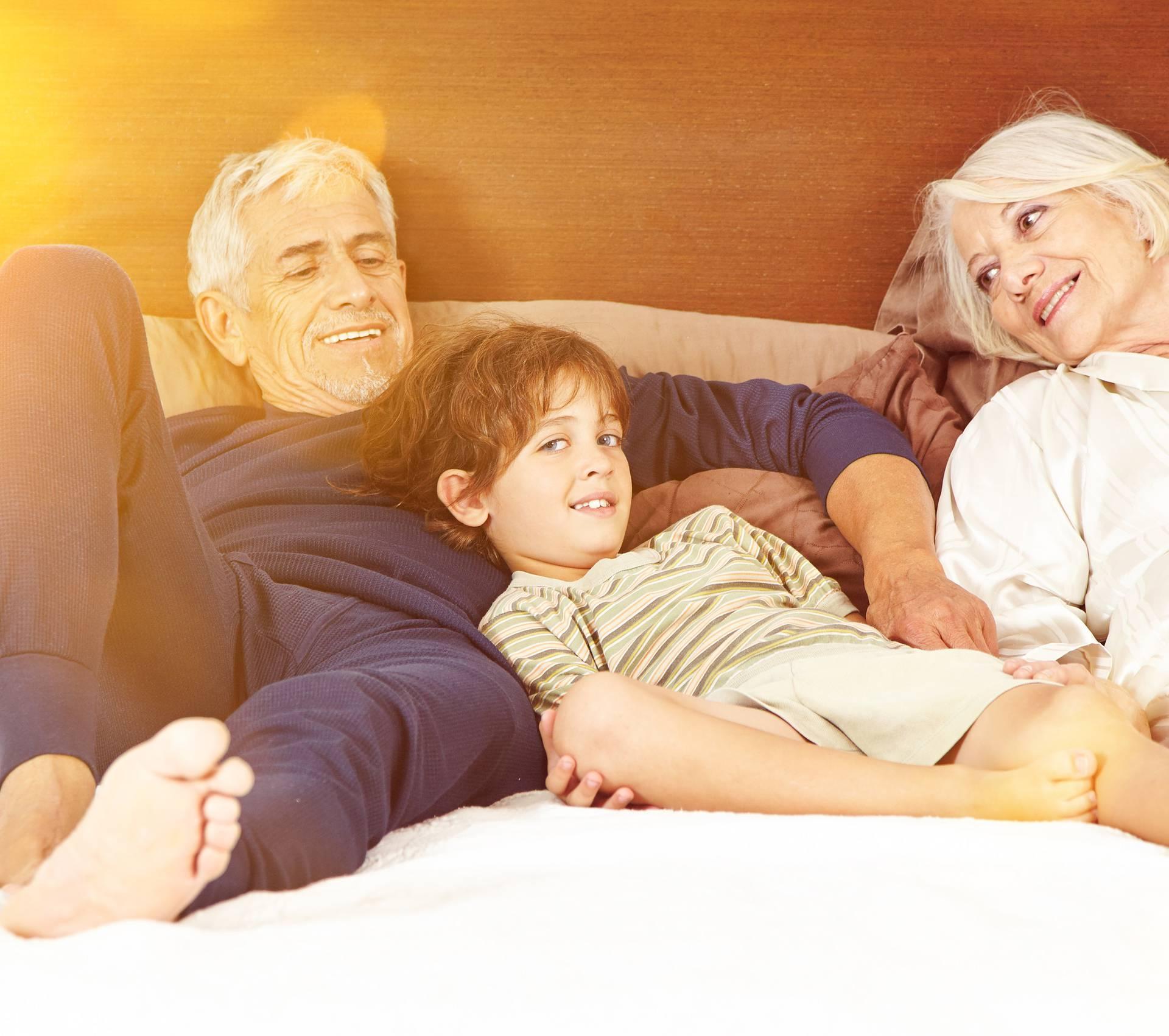 Odgoj djeteta: Gdje trebaju biti granice s djedovima i bakama?