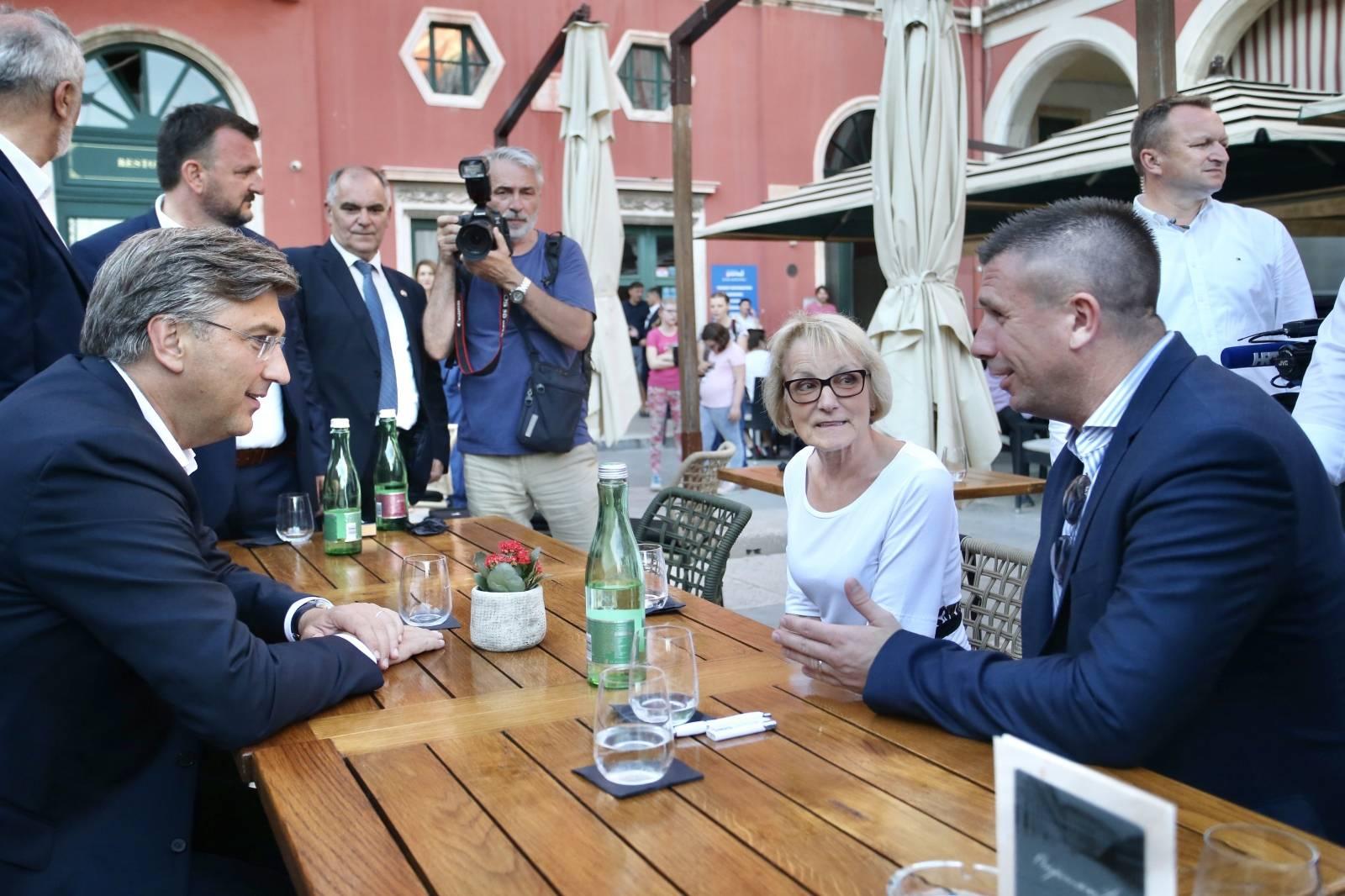 Split: Andrej Plenković družio se s građanima i sportašima na Prokurativama