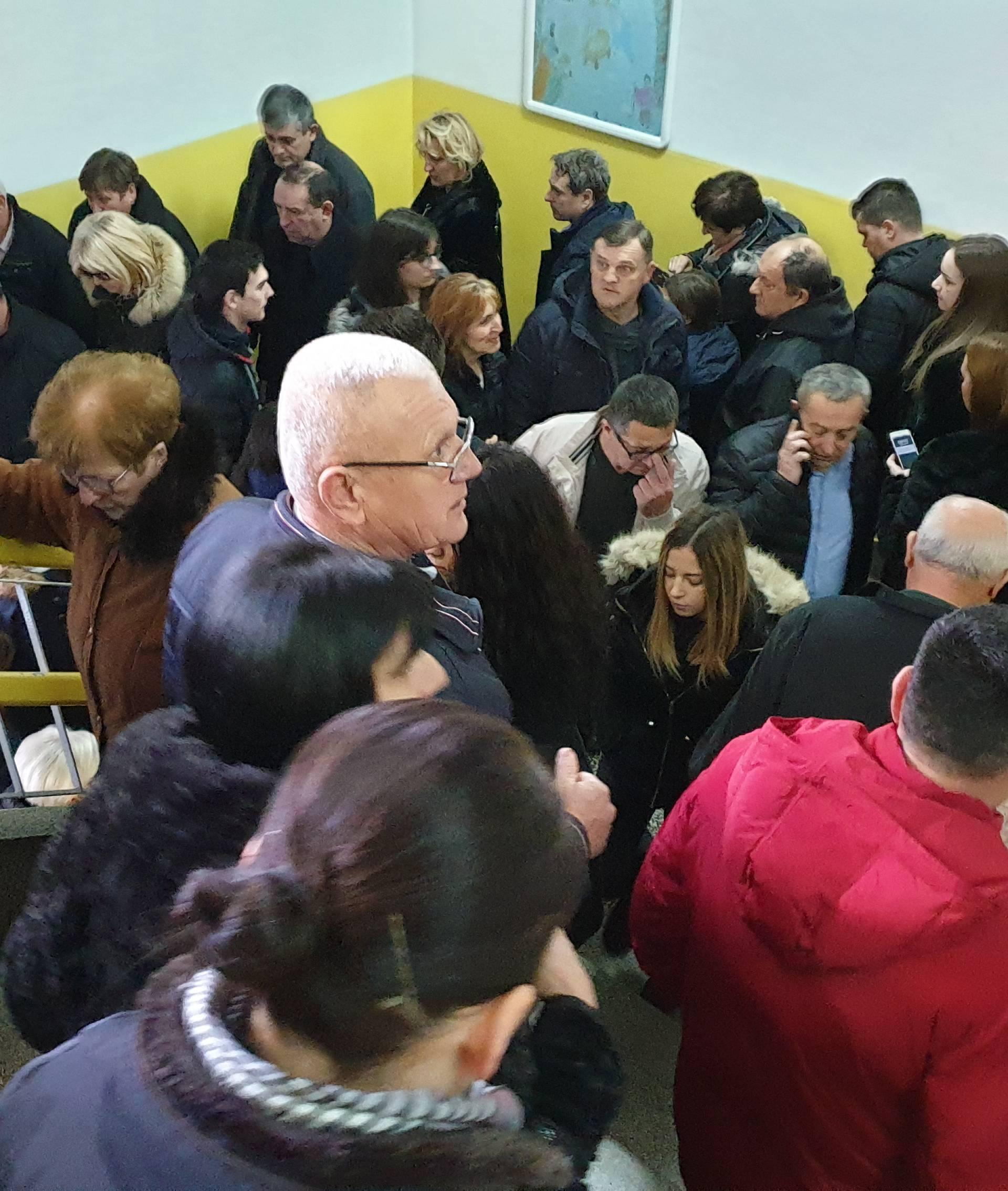 U Mostaru gužva i prije 7: Više glasača nego u prvom krugu...