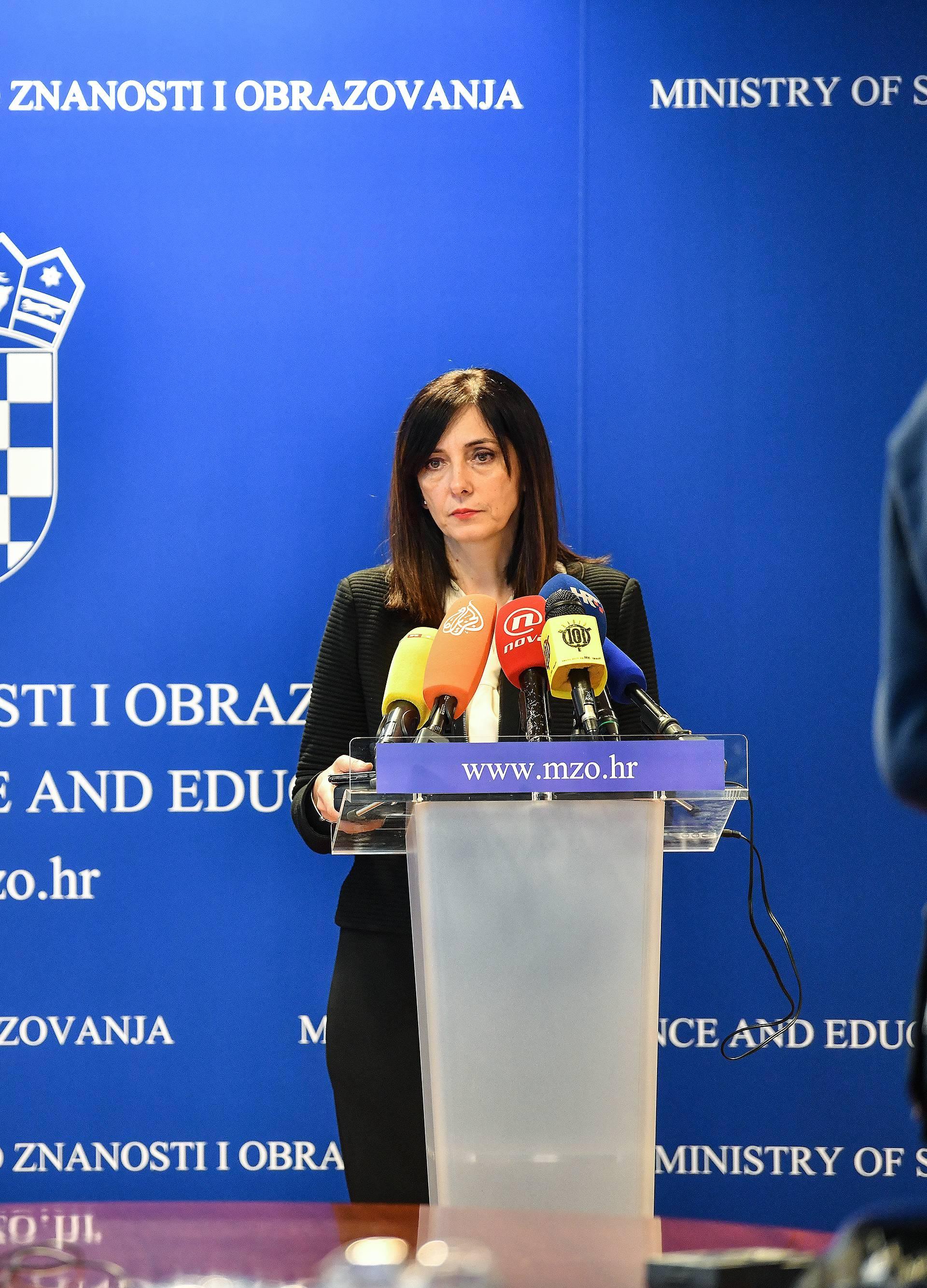 Zagreb: Ministrica Divjak na izvanrednoj konferenciji o lažnim diplomama