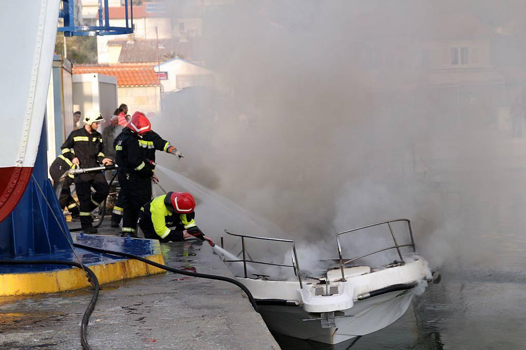 Hrabri tata spasio je dijete iz kabine broda koji je plamtio