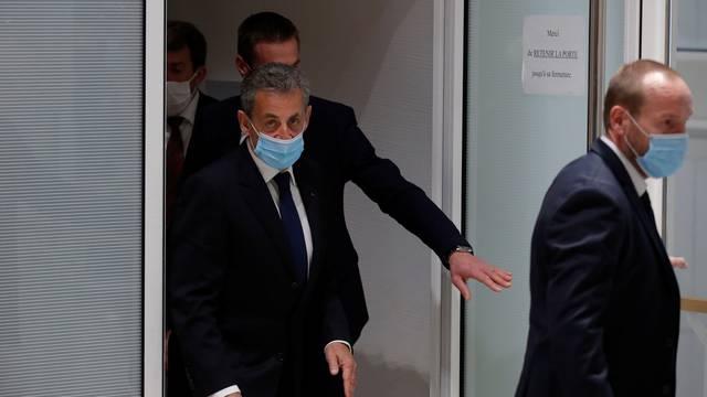 Sud proglasio bivšeg francuskog predsjednika Sarkozyja krivim, dobio je tri godine zatvora