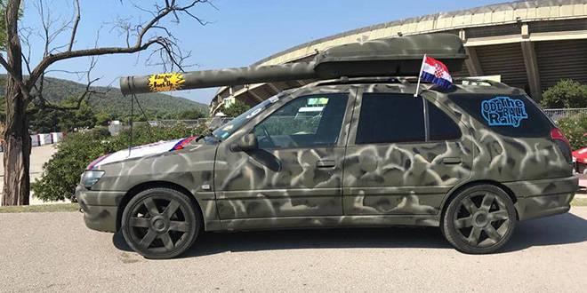 Pred Poljudom na dan derbija osvanuo automobil s topom!?