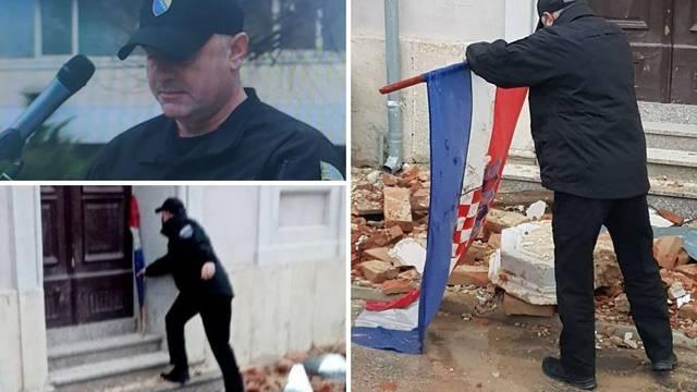 Sarajevski policajac u Petrinji iz blata izvukao hrvatsku zastavu: 'Bilo je teško gledati je onakvu'
