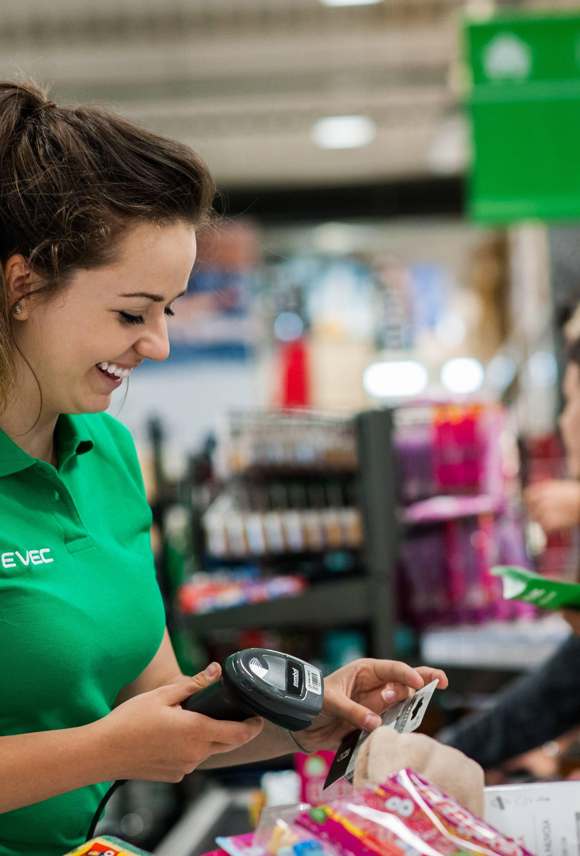 Plaća kao stimulacija: Pevec nagrađuje radnike top centara