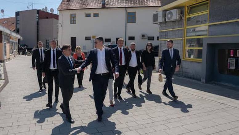 Zamjenik gradonačelnika grada Samobora pozitivan na koronu, Milanović se rukovao s njim