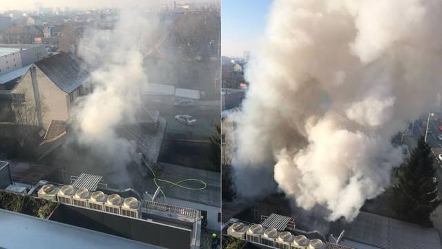 Gorjela kuća na Črnomercu: Na snimci se vidi kako suklja dim!