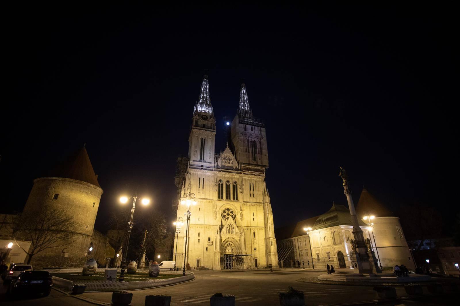 Zagrebačka katedrala ugasila svijetla povodom Sata za planet Zemlju