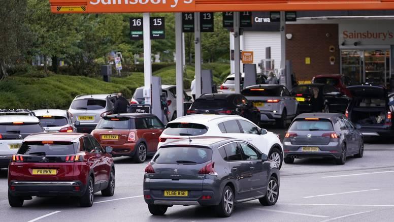 Nestašica vozača: Vojnici će u Velikoj Britaniji razvoziti gorivo