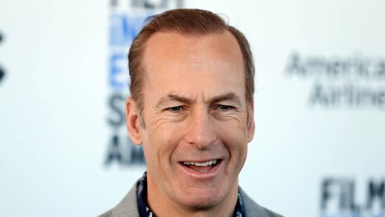 Nakon što mu je pozlilo na snimanju, glavni glumac serije 'Better Call Saul' je stabilno