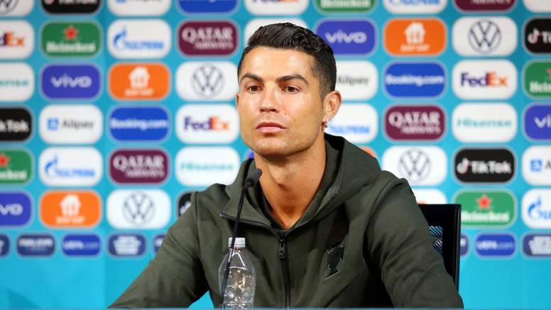 Ronaldova predstava na presici! Maknuo je boce Coca-Cole pa svima poručio: Pijte vodu!
