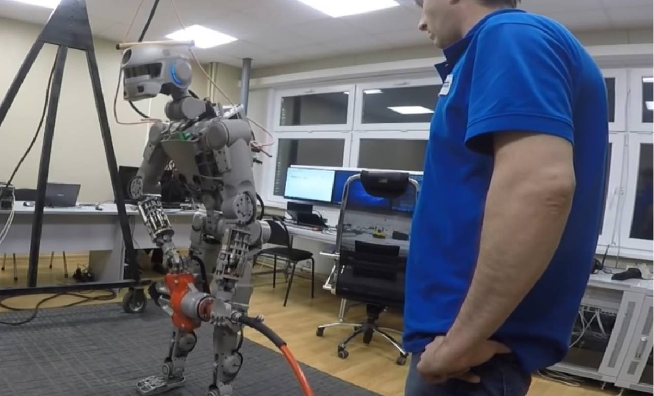 Moćni Fedor: Putin je naoružao robota, želio bi da nauči pucati