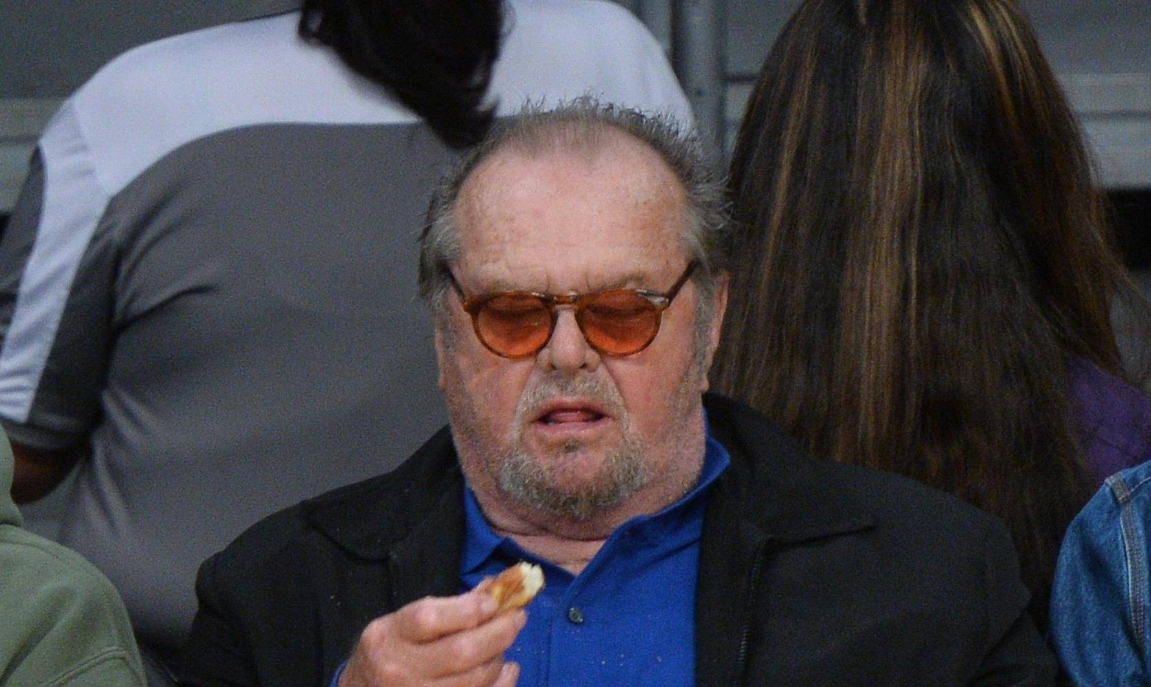 Jack Nicholson and Floyd Mayweather get the munchies at the Lakers vs. Clippers game