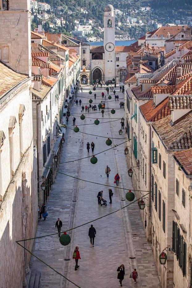 U Dubrovniku nema zime - neki uživaju na plaži u 'kupaćima'