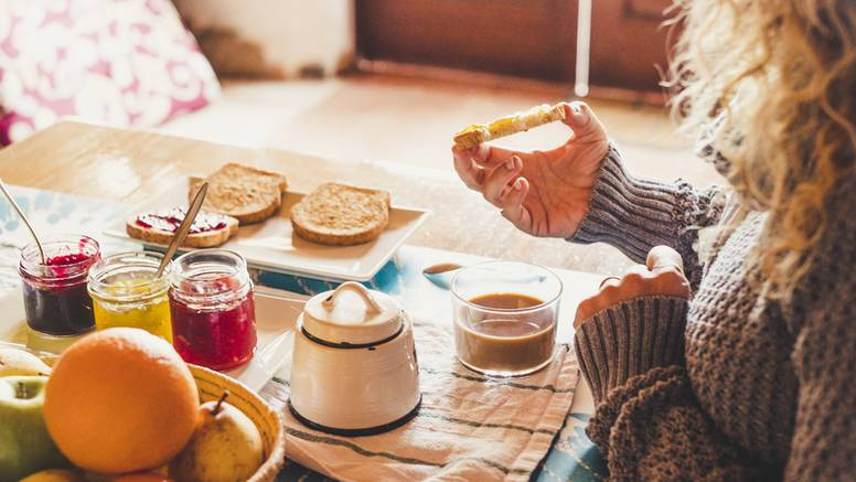 Većina Hrvata jede doručak: Na prvom mjestu su kruh i namazi, kavu popije preko 50 posto njih