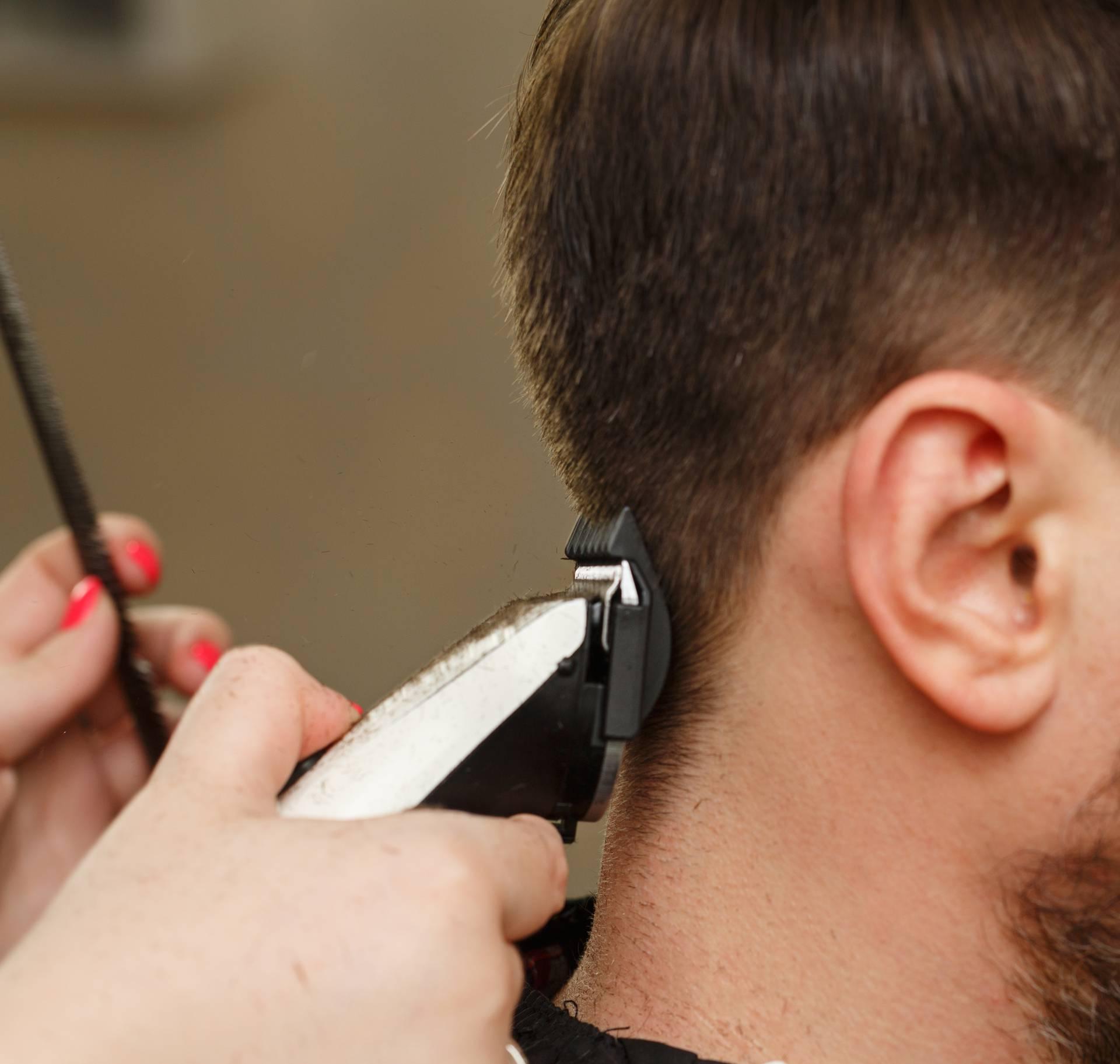 Ove brijačnice savjetuju kako se ošišati ili obrijati kod kuće