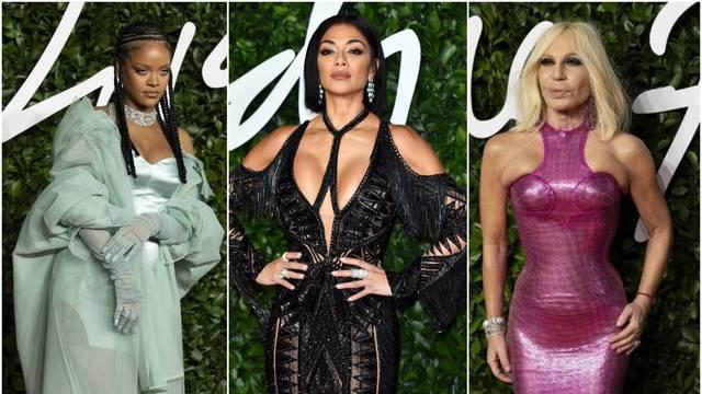 Nicole izbacila grudi, Donatella pokazala ruke bez Photoshopa