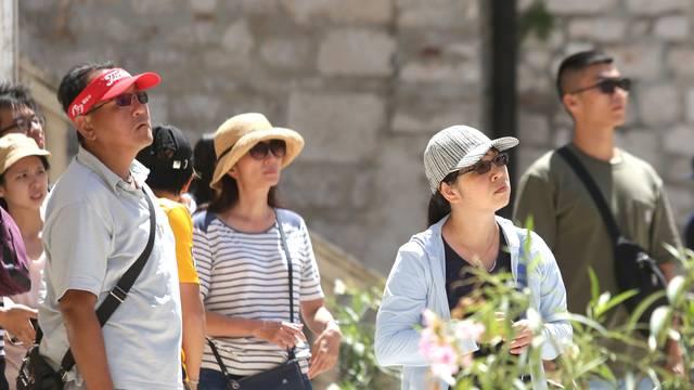 Šibenik: Šesiri i kape dobra su zaštita od sunca ali i  modni detalj žena i i muškaraca
