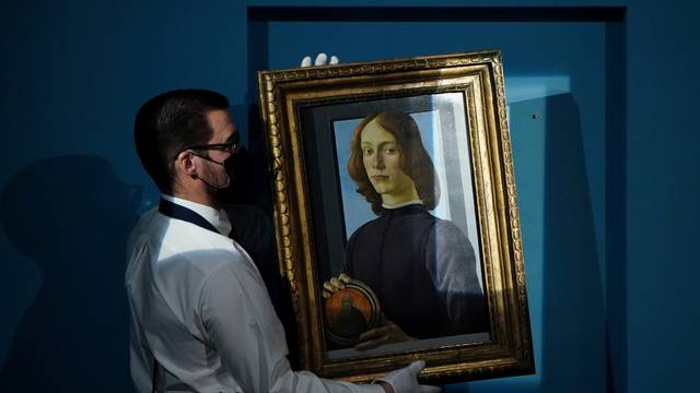 """Sotheby's to auction Botticelli's """"Young Man Holding a Roundel"""" in New York"""