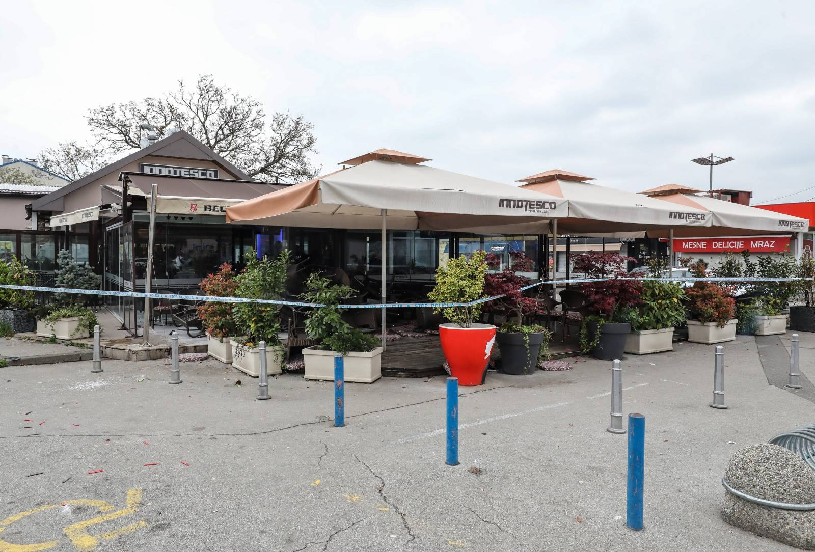 Zagreb: Navijači Dinama i Torcide sukobili se u kafiću Innotesco na Trešnjevačkoj tržnici