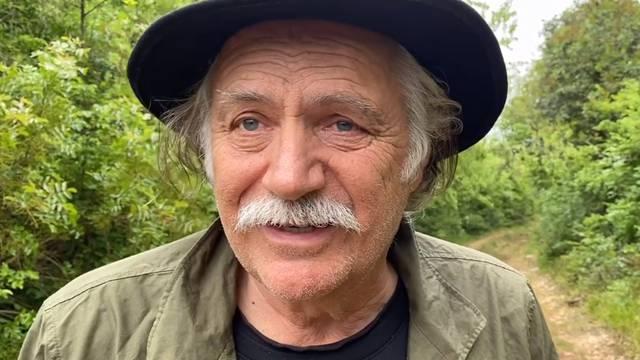 'Tražio sam njegov šešir da ga i kad umre mogu prošetati...'