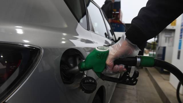 Bunt na benzinskoj: Nisu mu dali točiti bez covid potvrde