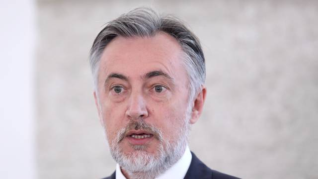 Zagreb: Miroslav Škoro o ograničenjima u radu zastupnika zbog koronavirusa