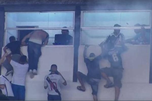 Jezive scene u Brazilu: Policija upucala navijača u neredima...
