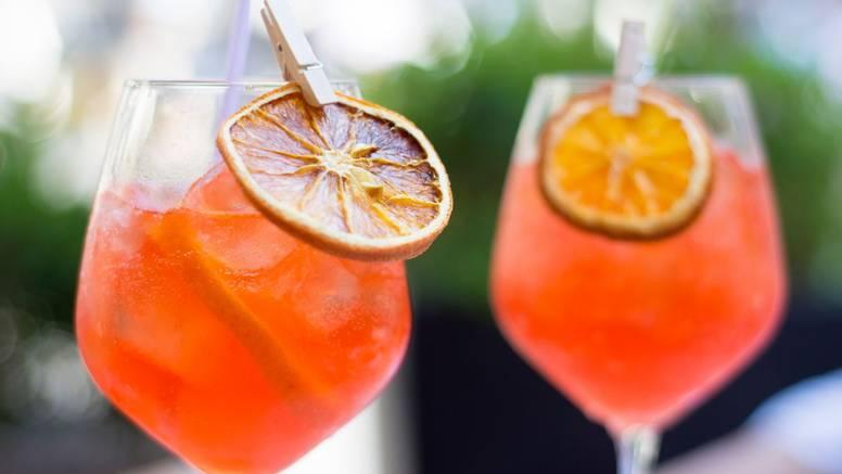 Napravite svoj fotogenični ljetni koktel - fini Rose Aperol Spritz