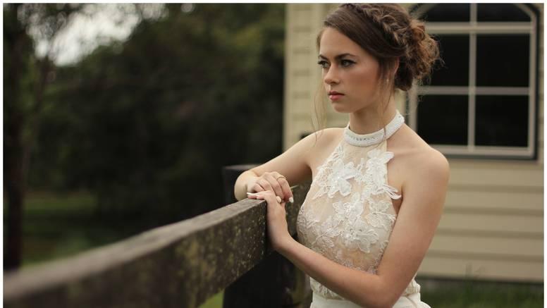 Mladenka razmišlja da ne pozove sestru na svadbu jer joj ne može kupiti skupe poklone