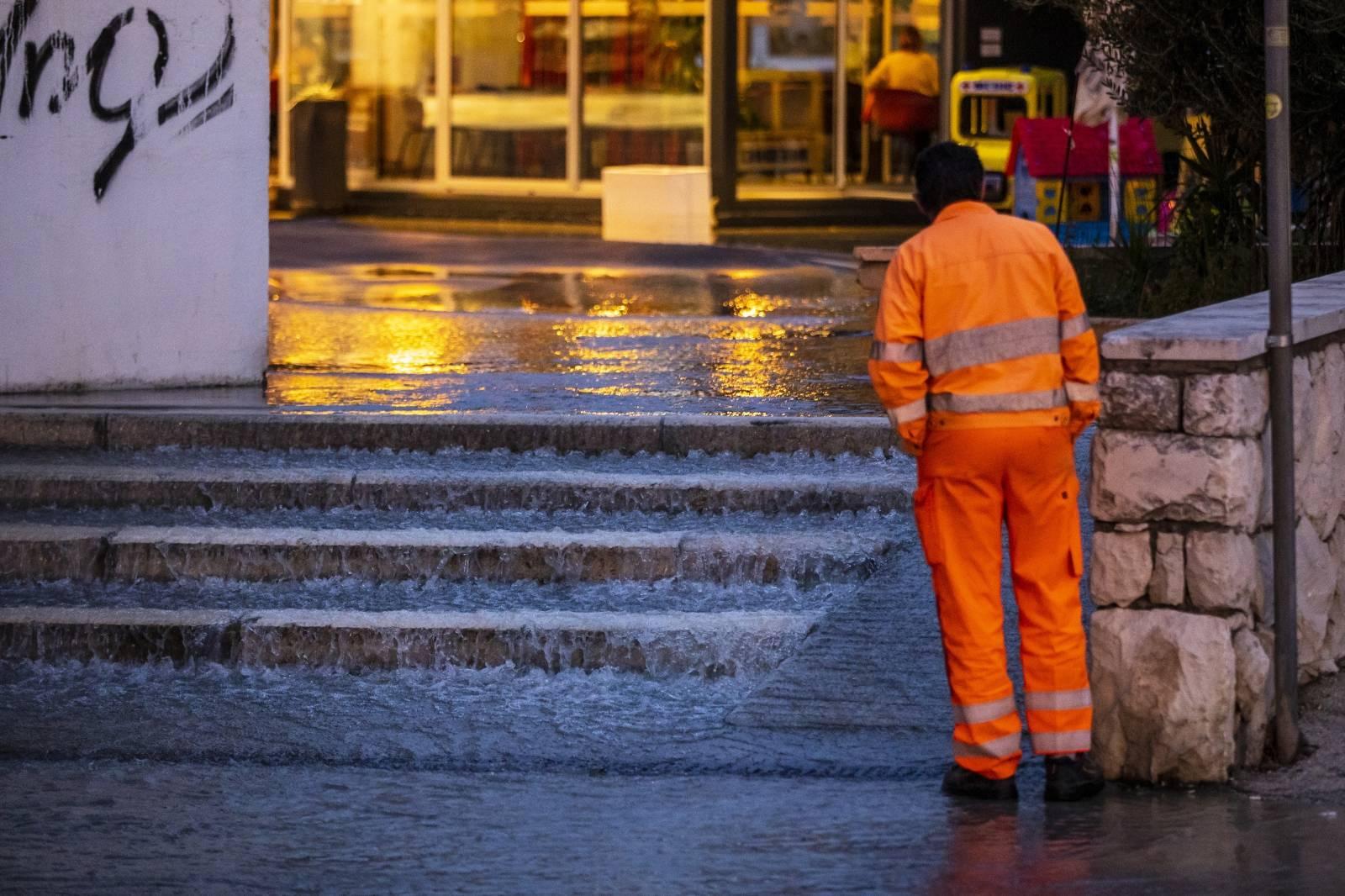 Split: Došlo do puknuća vodovodne cijevi u Ulici Ruđera Boškovića