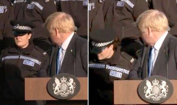 Srušila se tijekom Johnsonova govora u kojem je hvalio brata