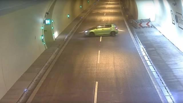 Okrenuo se u tunelu i počeo se vraćati u suprotnome smjeru