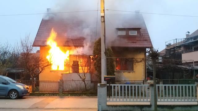 Vatra progutala kuću u roku od pola sata: 'Djeca  su istrčala van bosa, djed se nagutao dima...'