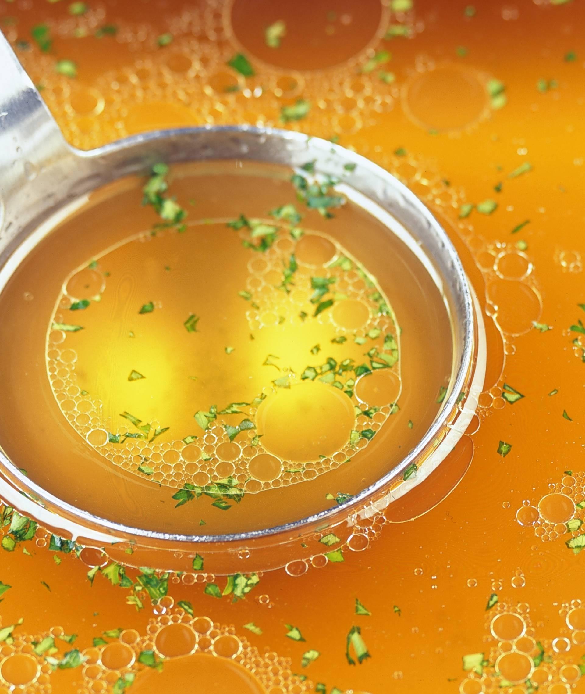 Super trik za premasnu juhu: Stavite ovo i upit će svu mast