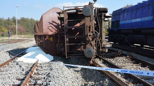 Teretni vlak iskočio s tračnica: Vagon je udario u lokomotivu