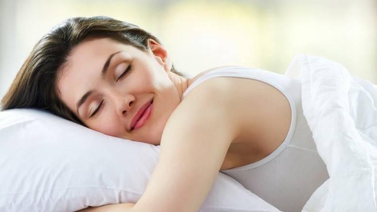 7 super savjeta kako spriječiti nastajanje bora dok spavate