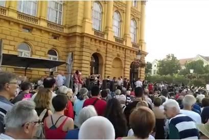 Prosvjed na Trgu maršala Tita: Okupilo se više stotina građana