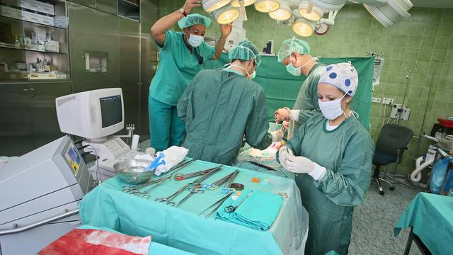 Transplantacijski timovi,  ljudi koji žive da bi spašavali živote, su istinski velikani društva