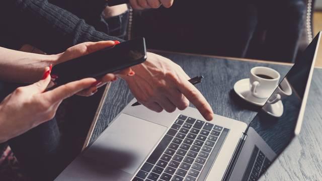 Umjesto da trunu, od starih laptopa i mobitela radit će nakit