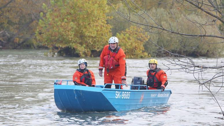 'Rijeka je vrlo visoka i mutna, ne vjerujem da je tata preživio'