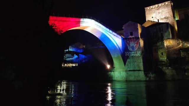 'Zajedno za Petrinju': Stari most u Mostaru u bojama Hrvatske
