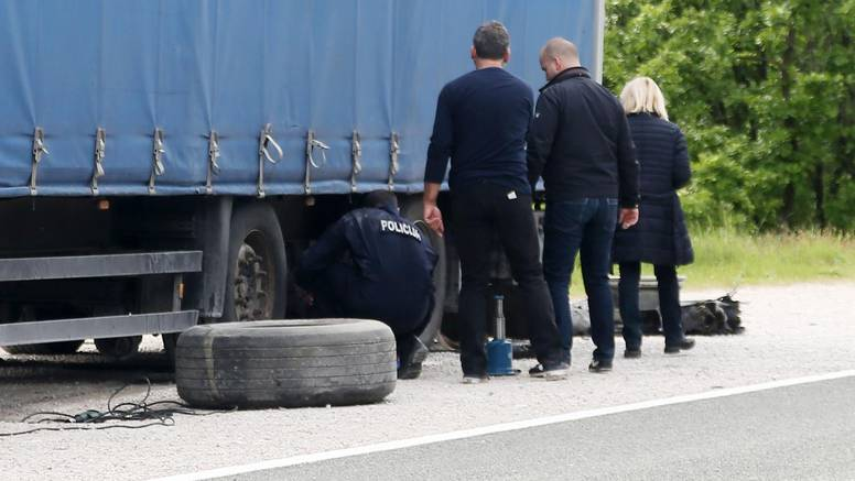 Prikolica prignječila i usmrtila vozača dok je mijenjao gumu