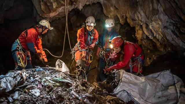 Speleolozi iz šest  jama i špilja diljem Hrvatske izvukli su čak 25 kubika kućanskog otpada