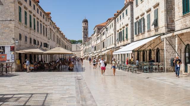 Dubrovnik: Malobrojni turisti u staroj gradskoj jezgri