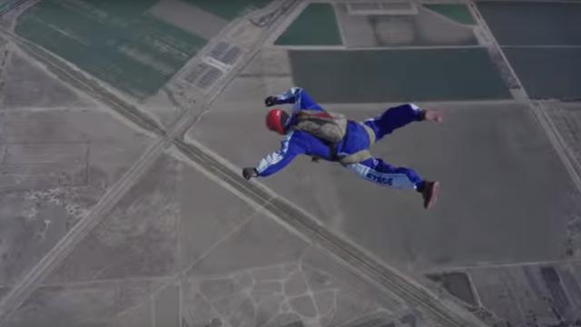 Neustrašivi avanturist: Skočio s visine od 7 km bez padobrana