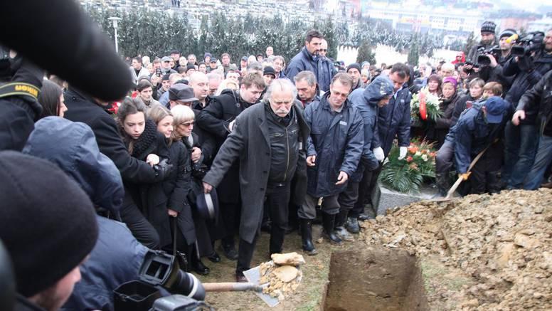 Kemal je sahranjen uz stihove pjesme 'Sarajevo, ljubavi moja'