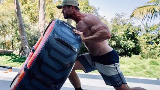Hemsworth je 'pojeo krafnu': Počinje sličiti na Hulka Hogana